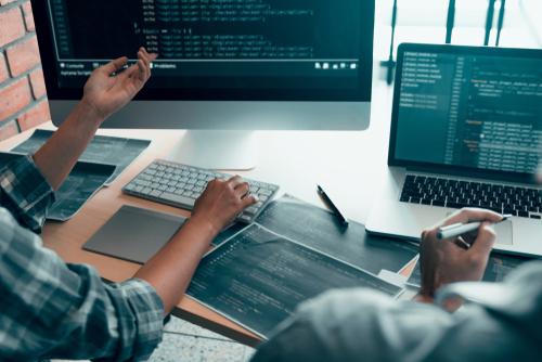 Metodologia e conteúdo do curso de programação para aplicação na grade curricular.