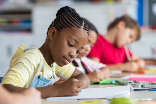 Aprender inglês na escola é suficiente para ser fluente?