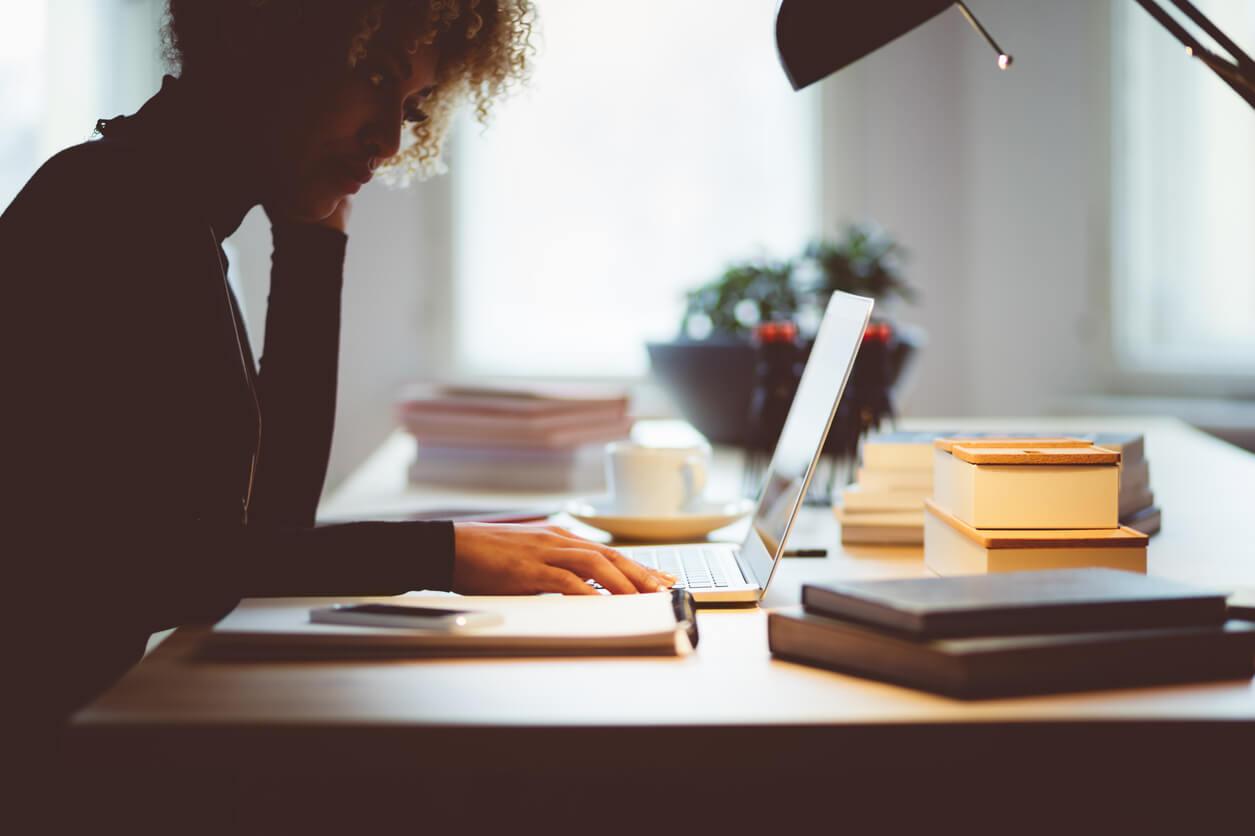 7 expressões em inglês para e-mail de negócios